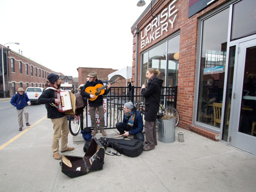 buskers outside of Ragtag Cinema